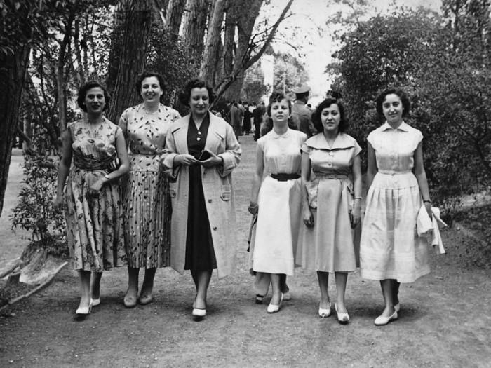 Mujeres oficinistas de la Industrial Sedera un domingo de paseo (1950-1953). Foto: ACBL